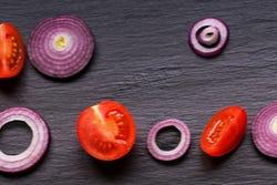 tomaten en rode ui, ideale combinatie voor een salade
