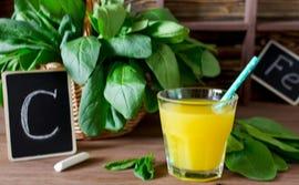 Het ijzer uit spinazie wordt door vitamine C uit sinaasappelsap beter opgenomen
