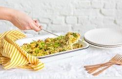 ovenschotel met zalm, aardappelen en broccoli