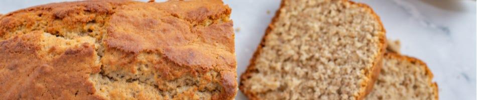 Vers gebakken bananenbrood